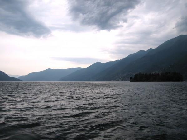 Le Lac de Locarno au large de l'Île de Brissago